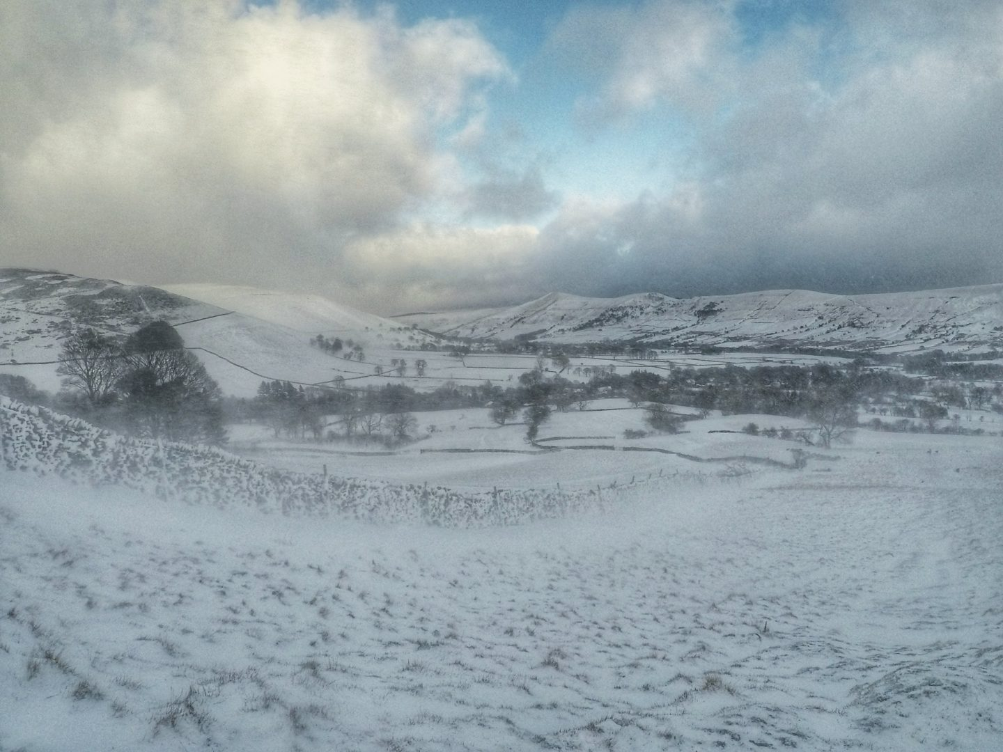 Snowy adventures in Peak District