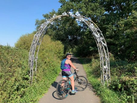 Cycling the Alban Way - the Blackberry Arch